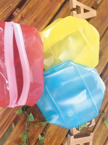 消臭機能を持つファスナーは、大手スポーツメーカーの一部商品に採用されている。
