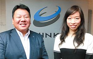 専務取締役 千葉幸則氏(左)、営業部企画室海外事業課 デニス・チャン氏