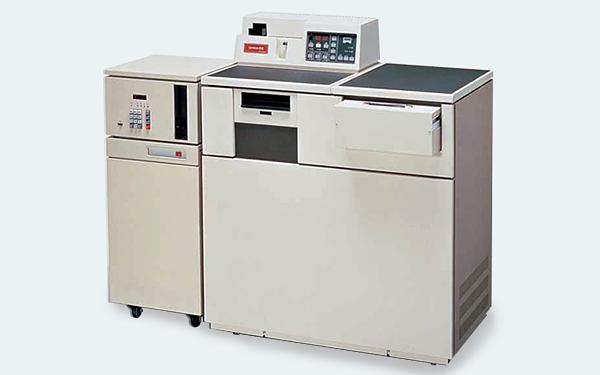電算写植機「ライノトロン202E」。3年後に国内100号機を納品するヒット商品となった。