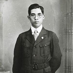 世界ではじめて写真植字機を発明した創業者森澤信夫氏。
