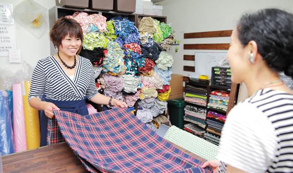 1人で始めた事業だが、パート、縫製委託スタッフなど32人にまで増えた。