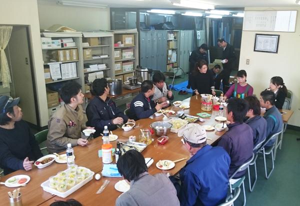 三島食堂見学①(参加者と一緒に食べる)