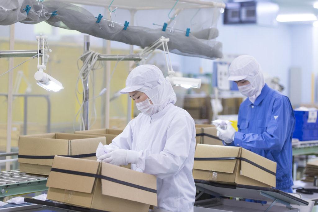 大阪と奈良の2か所の工場で、信頼性の高い商品をつくり続けている。