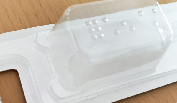 透明包装された商品を、視覚障害者にも伝える