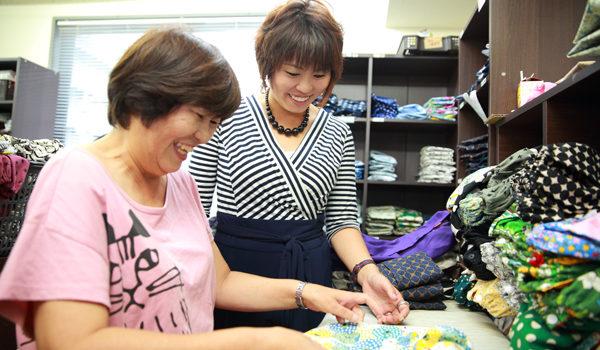 【ロングインタビュー】5万円を元手に、1人から2年半でママ32名のパワーに!
