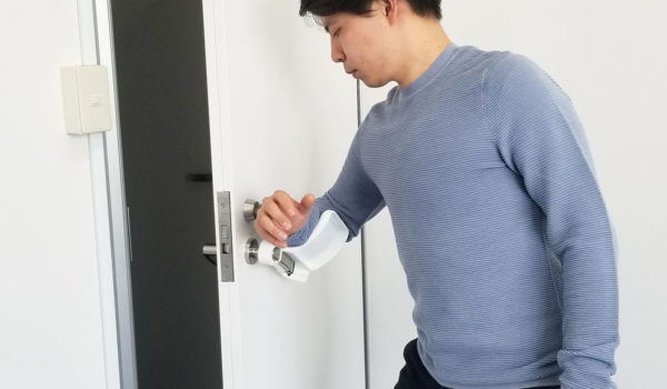 手を触れずにドアを開閉