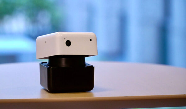 手のひらサイズのロボットで社会課題を解決へ